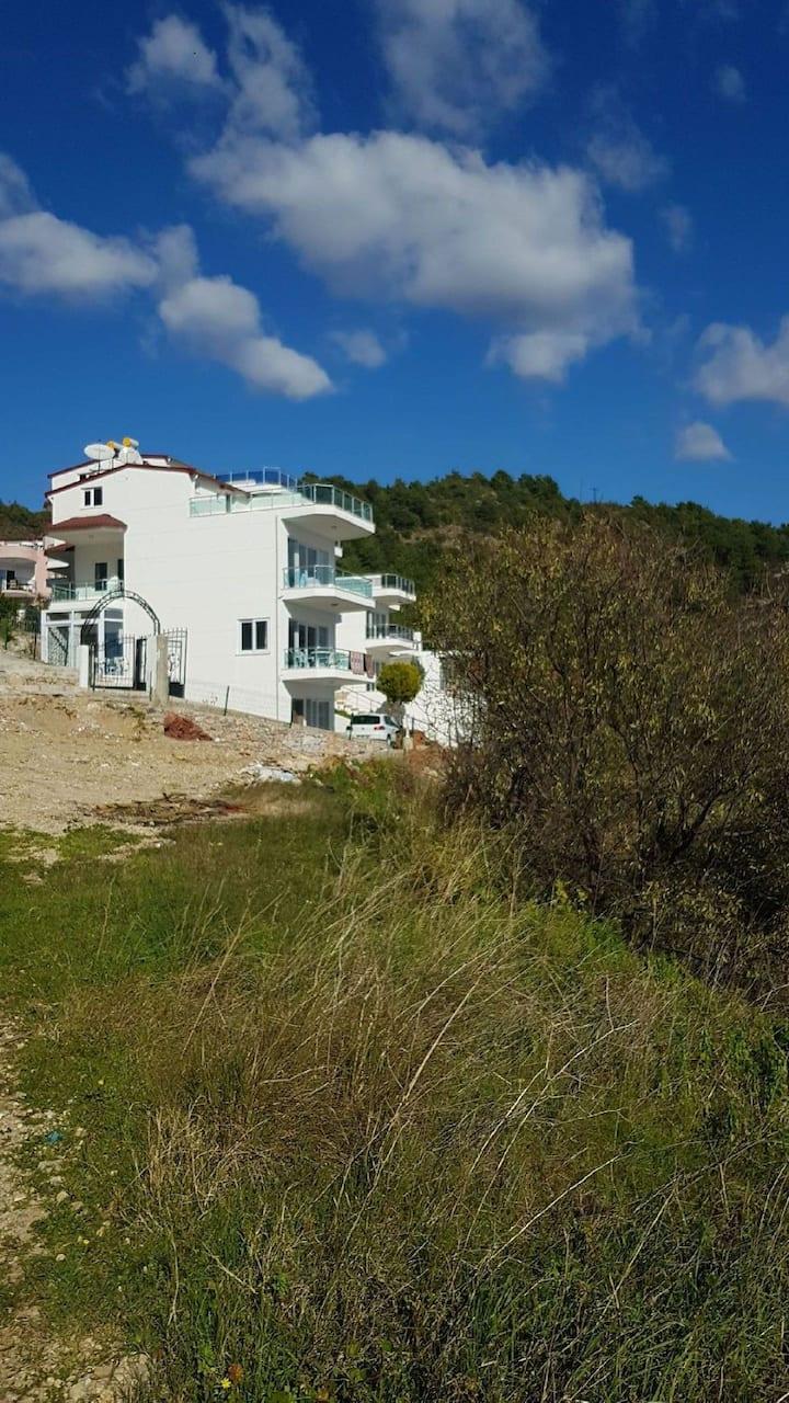 Alanya konaklı deniz kenarı villa yada 1+1 ev