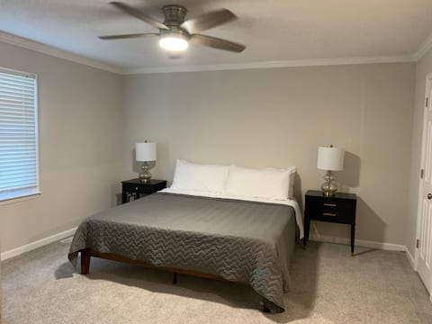 3BR King Bed Tranquility w/Pond & Screened Porch