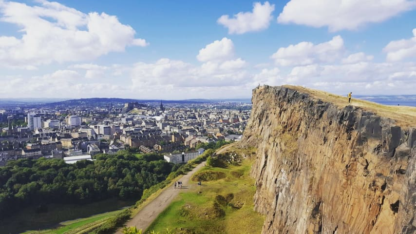 Cozy home in central Edinburgh by Arthur's seat