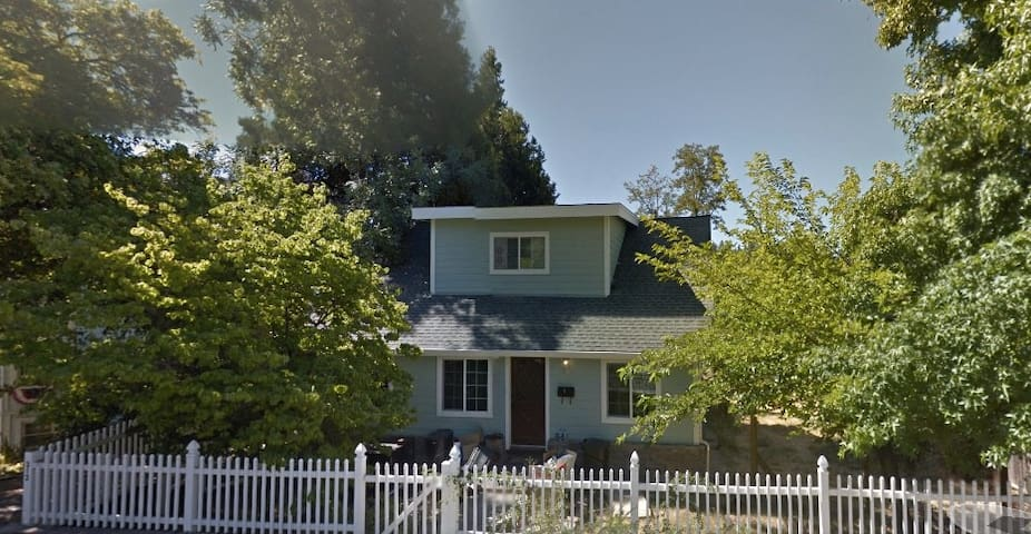 Park Place - 1890's Home with Modern Refinement - Grass Valley
