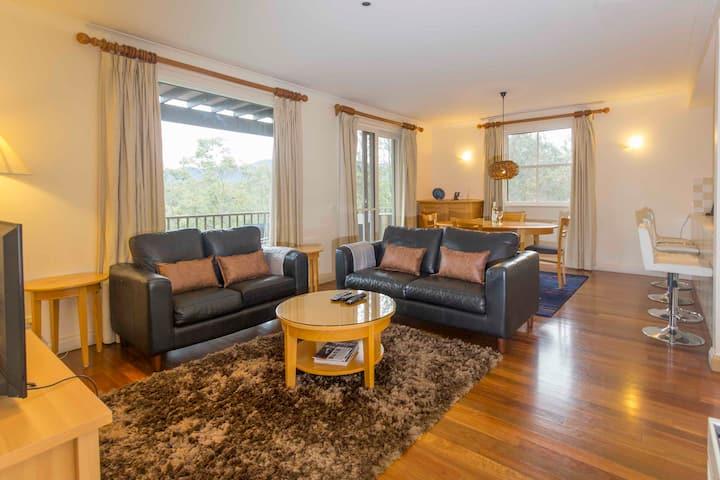 VILLA GRENACHE || Resort style relaxation