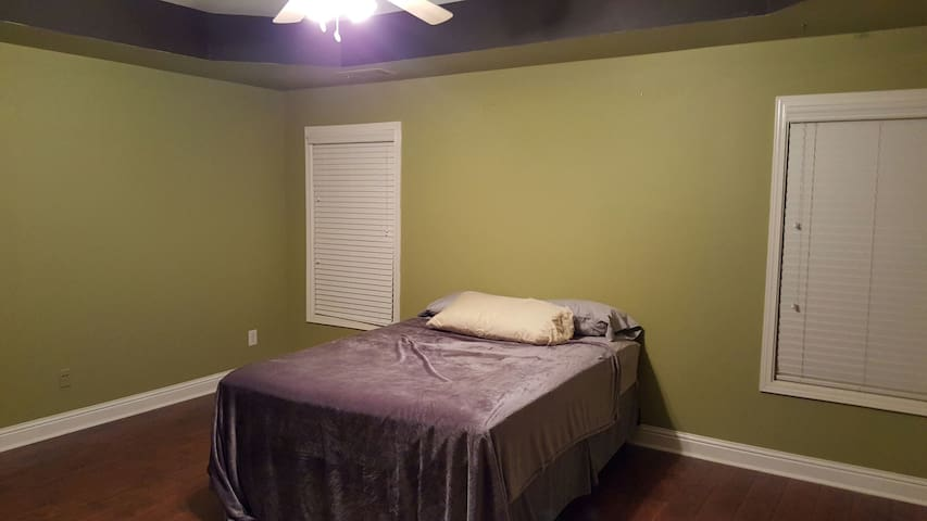 Spacious room in Sugar Hill. - Buford