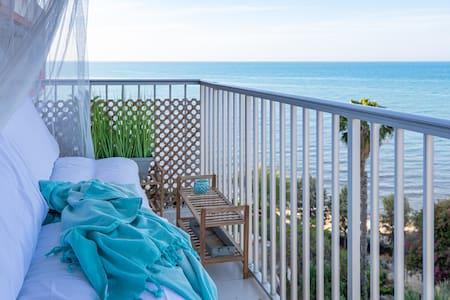 Stylish 1st line Beach Apartment in Costa Blanca