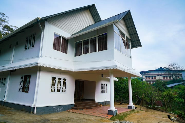 OYO - Exotic 1BHK Hut in Devikulam (Marked Down!)