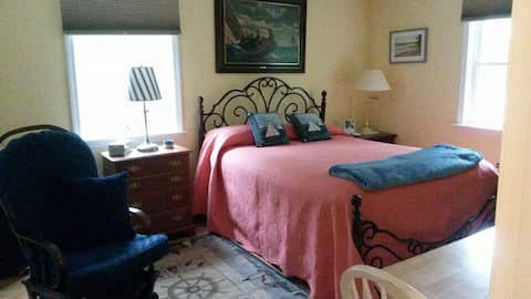 Lighthouse bedroom, private home, great location!