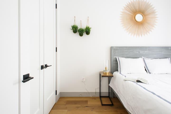 brand new Sleeps 4~great location~best value