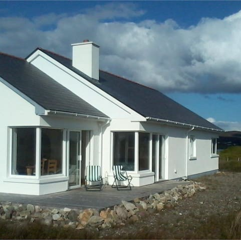 Discover Achill Island at Naomh Iosaef, The Points - County Mayo - Domek parterowy
