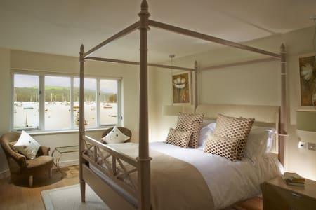Luxury Waters Edge House Nr Fowey - 6 or 8 guests