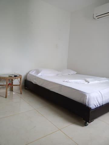 Habitación con baño interno
