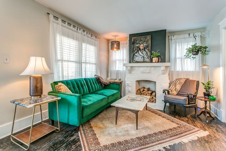 1920s Art Deco 3BR-Most Walkable E. Nash Location!