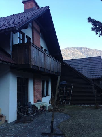 House and garden overlooking forests & mountains - Kranjska Gora - Haus