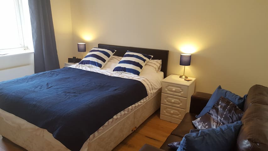Cosy double bedroom with private en-suite - Dundrum - Apartamento