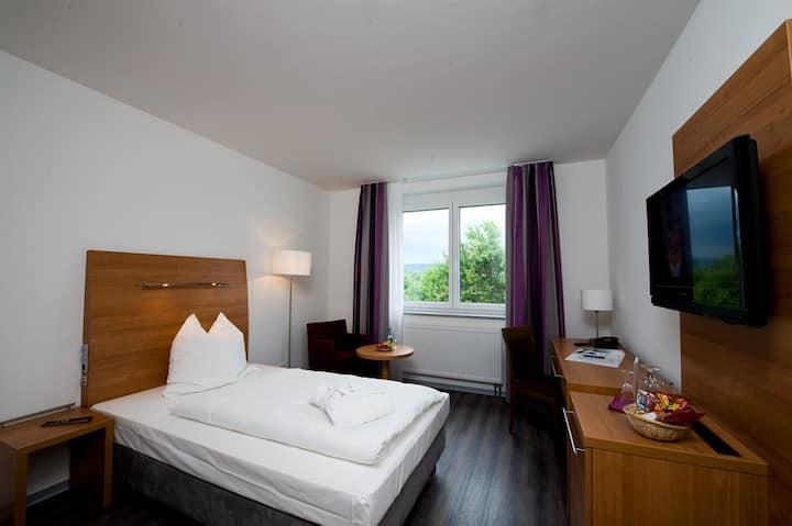 Hotel Fortuna, (Reutlingen), Standard-Einzelzimmer mit Dusche und WC