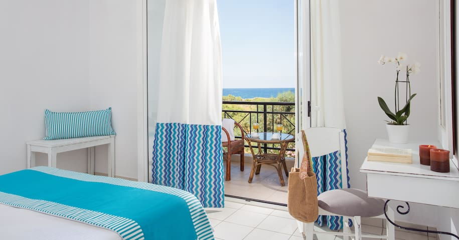 Double Room with Breakfast & Sea View | Iris Hotel
