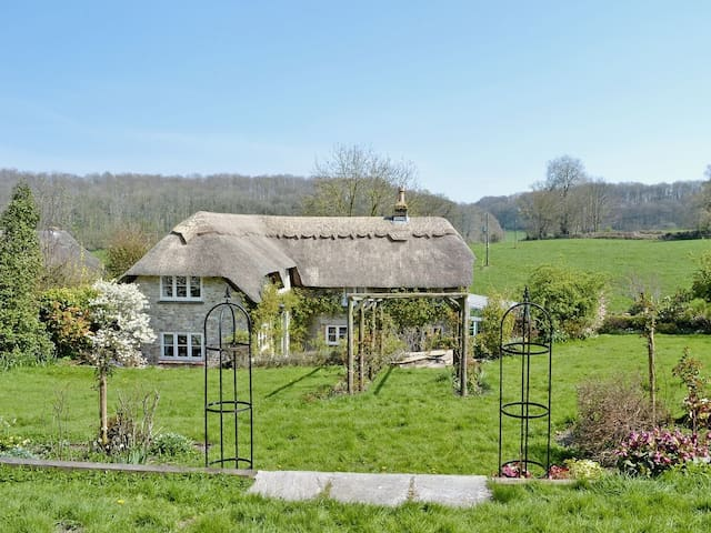 Idyllic Family Retreat. Thatched Cottage. Sleeps 5 - Warminster - Rumah