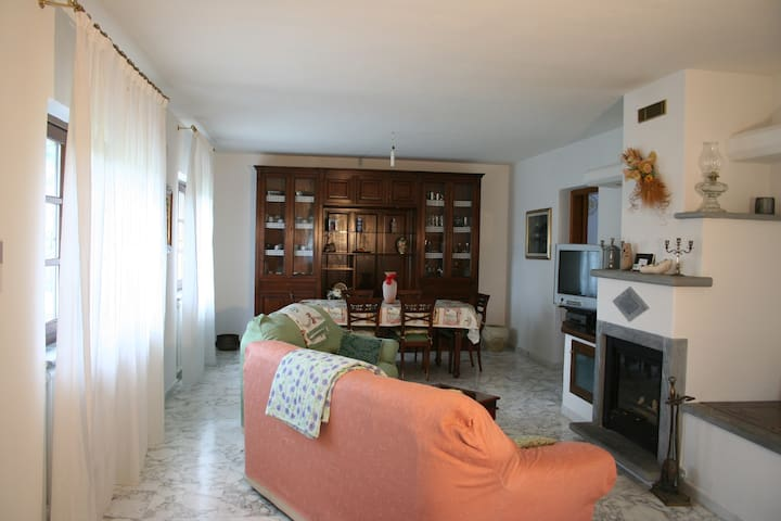 Tuscany Villa, pool, exclusive use, sleeps 9 - Soliera - Appartement