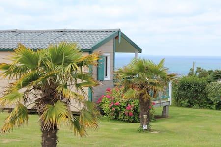 bungalow avec superbe vue sur mer - Plomodiern