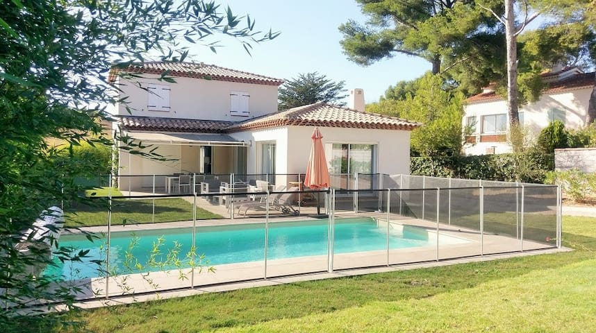 Modern Villa, 4 rooms, pool, in 300 m of the beach