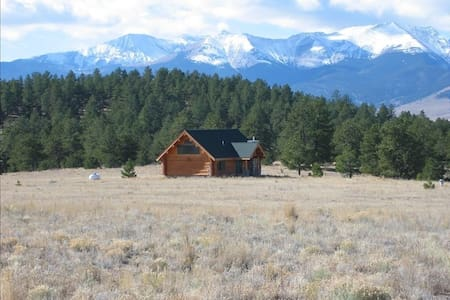 Gorgeous Log Home, Mountain views! - Westcliffe