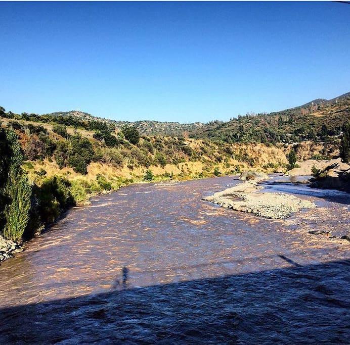 Cercano a rios y áreas verdes para poder realizar diversas actividades.