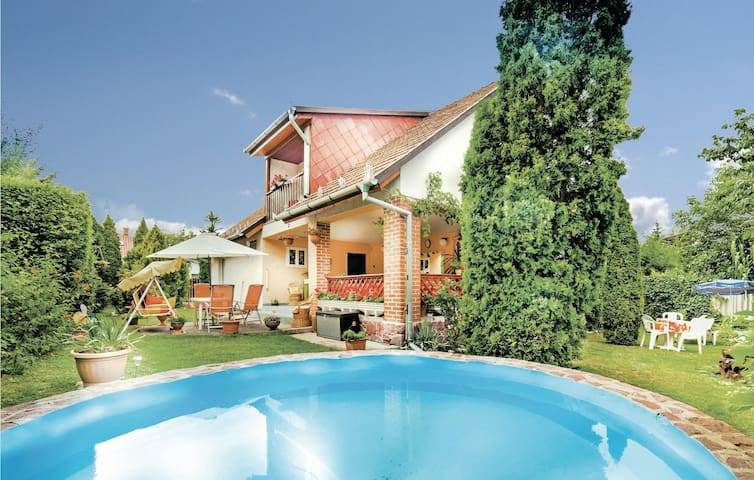 Holiday apartment with 3 bedrooms on 100 m² in Balatonalmadi