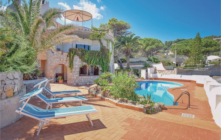 Semi-Detached with 5 bedrooms on 315m² in Altavilla Milicia PA