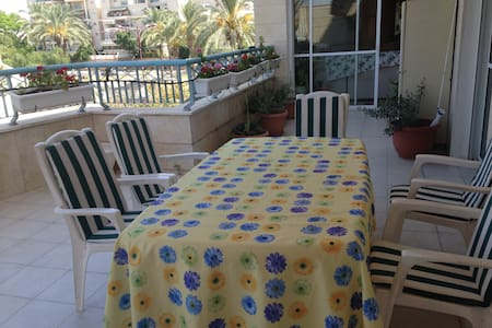 Large family-friendly apt for the Jewish holidays - Or Yehuda - Apartment