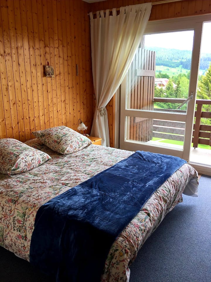 Appartement 5 ème étage, piscine couverte chauffée