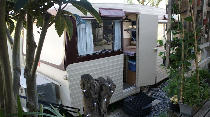 NZ Art-retro caravan experience - private & comfy