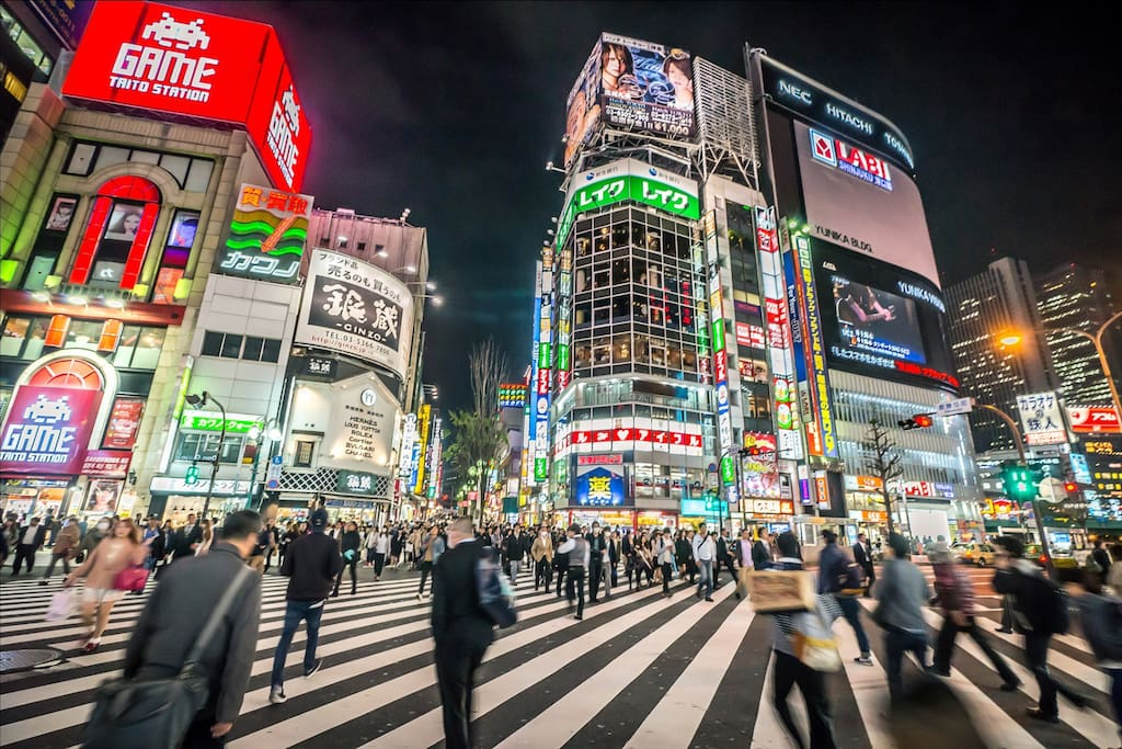 Shinjuku crossing, is a 15 minute walk from the apartment, or 4 minute walk to the station and 4 minutes on the subway