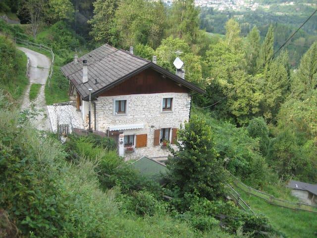 Maso Samaretz, baita in Trentino anche con animali