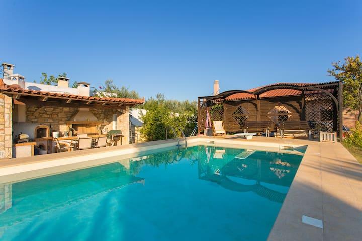 Pool Villa/ Free car available