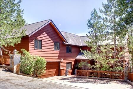 Big bear lake cabin rentals airbnb for Big bear luxury cabin