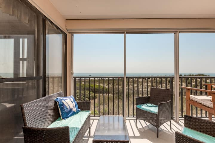 Amber Waves 101 - Oceanfront with Pool, Premium Cable, Great Views!