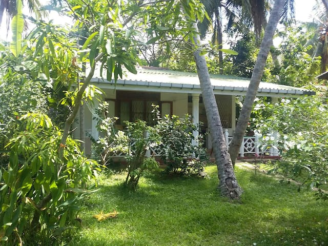 COSY LITTLE HOME NEAR THE BEACH - Unawatuna - Casa