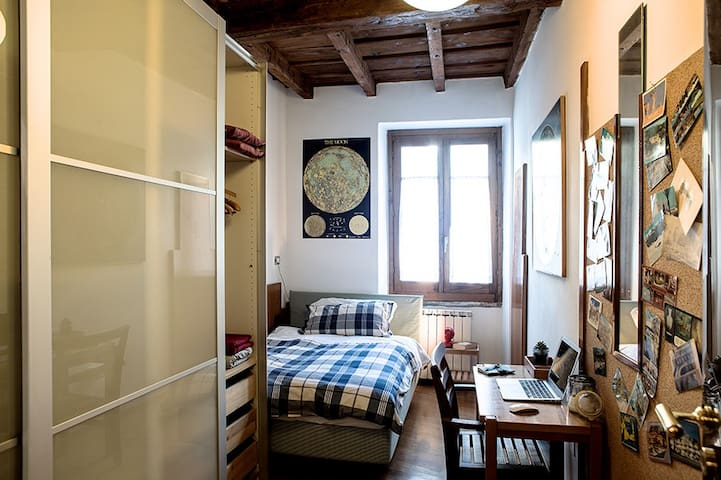 Single bed, City Center, old Brera