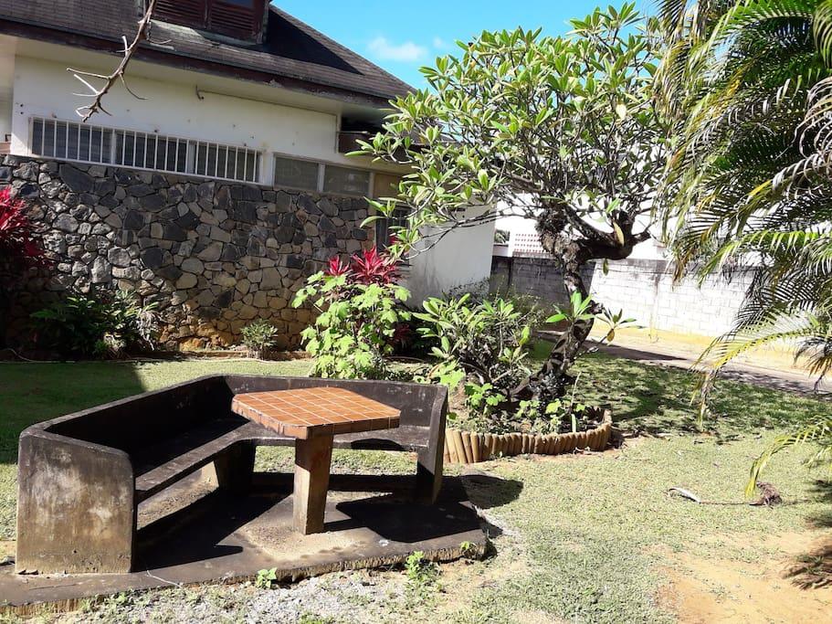 jardin côté rue