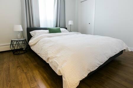 Cozy 2-bedroom condo near downtown - Calgary - Osakehuoneisto
