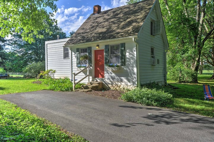 NEW! Charming 1BR 18th Century Glenwood Cottage!