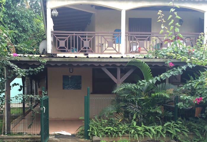 Bas de villa type T2 tout confort - Petit-Bourg - Apartament