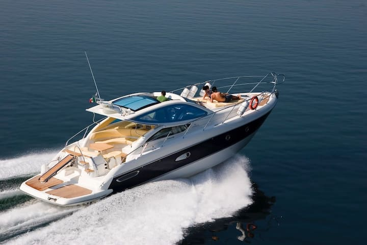Day cruise and Yacht holidays
