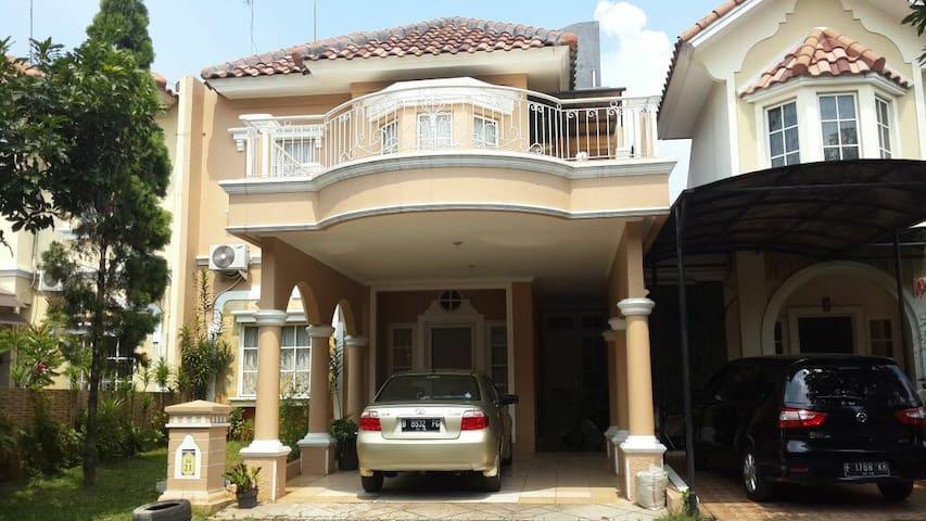 Rumah Dewi