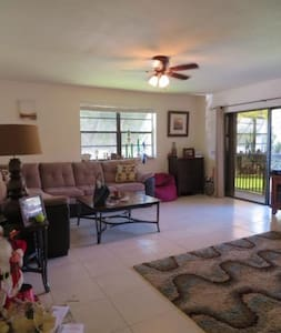 Spacious 2 bedroom condo near Dadeland - Miami - Byt