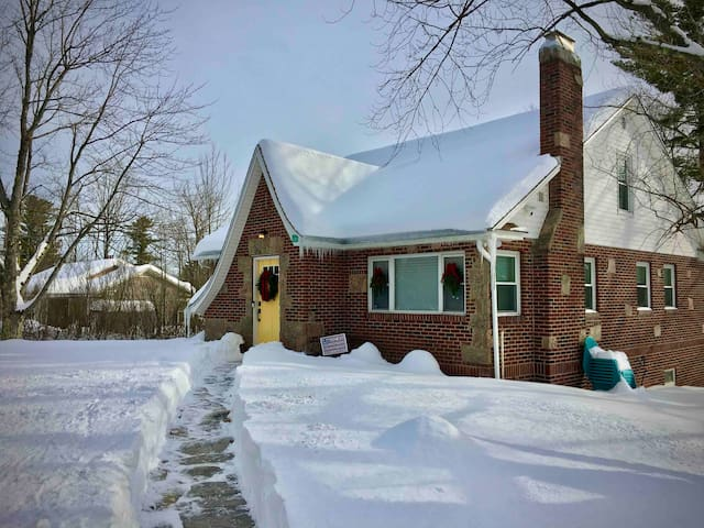 5 minutes to Hunter Mountain! 1.2+ acres, fire pit