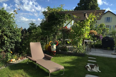 Lovely private room in a peaceful and quiet area - Hittnau - Rumah