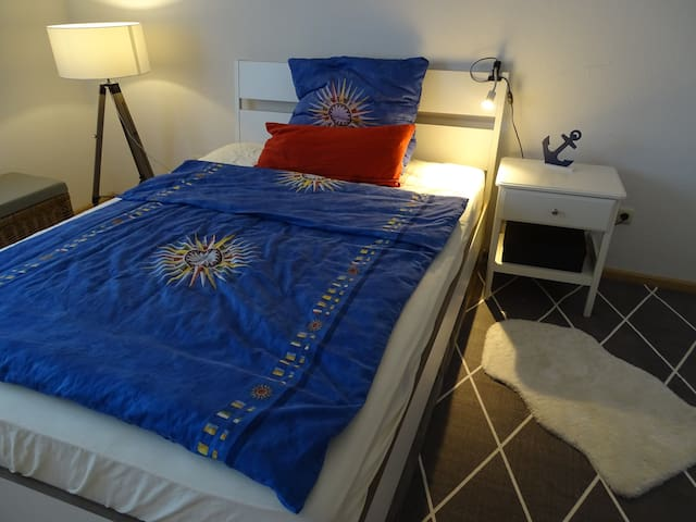 Schlafzimmer mit franz. Bett