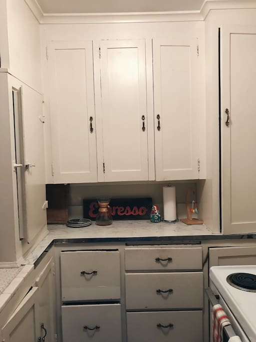 Full kitchen available to use!
