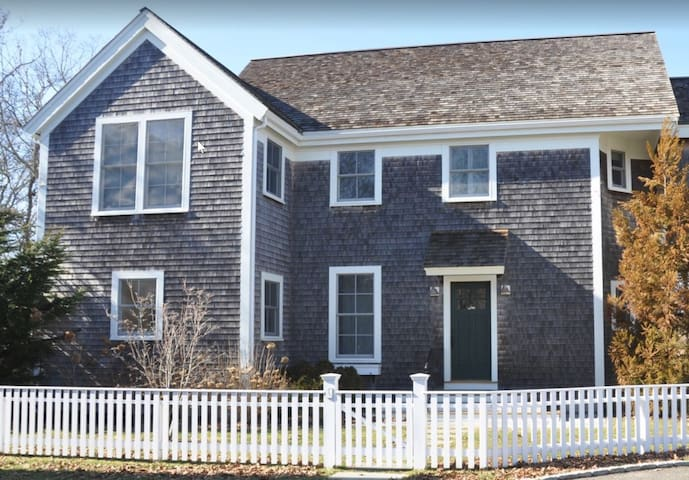 Walking distance to Edgartown and State Beach!