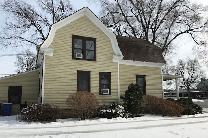 Urban Farmhouse near O'Hare