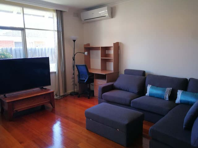 Whole house rent,2 Bed Room, big living and kichen